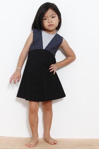 Gwen in Black (Little Charm Girl)