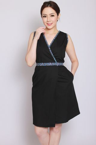 Vanelle Wrap in Black (Tall)