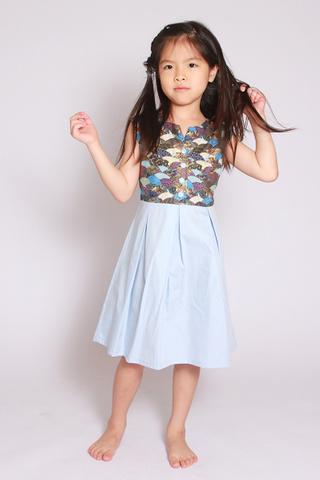 Sora Shimmer in Oriental Fan (Little Girl)