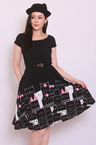 Livolsi Dress in Black Peeping Cat (Tall) - Easycare