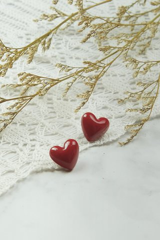 Red Hearts Studs (Small)