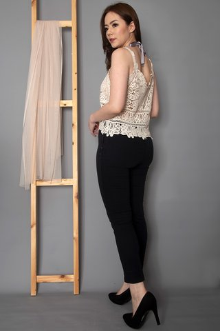 Sherilyn Embroidery Top In Cream